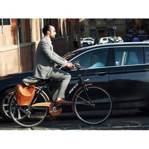 Biciklizés öltönyben, elszámolható legyen !!